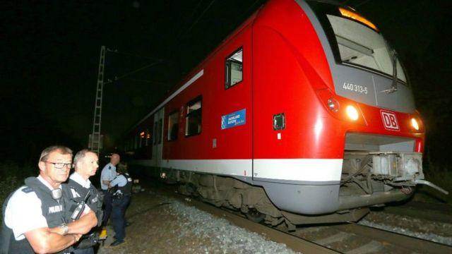 襲撃犯は列車から逃げたが、警察に射殺された