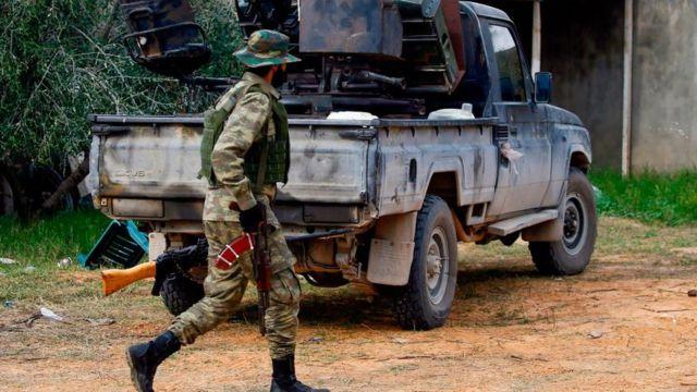 مقاتل في ليبيا