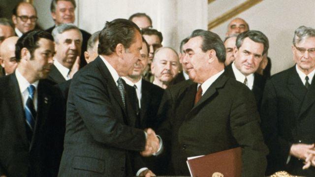 El presidente Richard Nixon y el líder soviético Leonid Brezhnev.