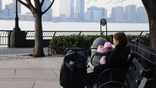 Жінка з дитиною