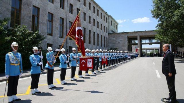 Президент Эрдоган прибыл на специальное заседание меджлиса в Анкаре