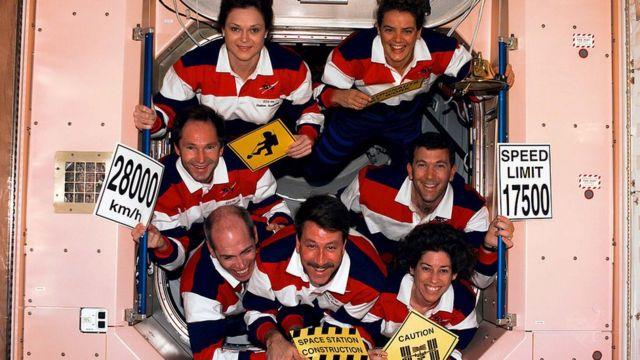 Ellen Ochoa y la tripulación del Discovery Space Shuttle