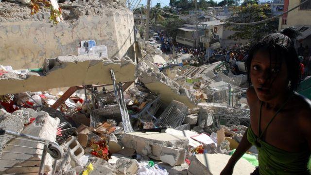 Haitianos tras el terremoto de 2010.