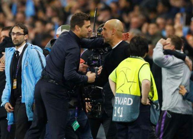 Makocha wa Spurs(Mauricio Pochettino) na City(Pep Guardiola) wakipigana pambaja baada ya mchezo kukamilika