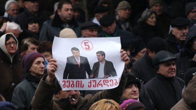 Учасники акції протесту проти президента Грузії у січгі 2008 року