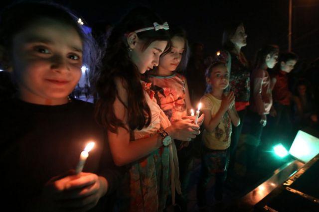 カラコシュ解放の知らせを祝う、キリスト教徒イラク人の子供たち(18日、イラク・イルビル)