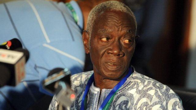 Kwadwo Afari-Gya, le président de la commission électorale, et ses collègues vont revoir les dossiers de candidature de 13 prétendants à la présidence ghanéenne.