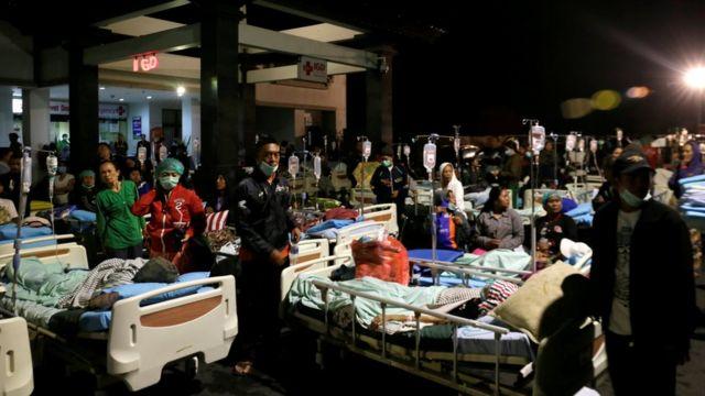 Пациентов больницы на Бали эвакуировали из здания (05.08.2018)