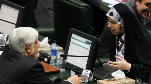 پروانه سلحشوری و محمدرضا عارف در مجلس شورای اسلامی اردیبهشت ۱۳۷۹