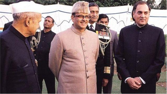 వీపీ సింగ్, రాజీవ్ గాంధీ