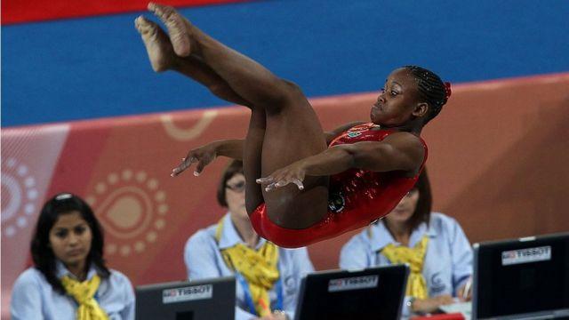 Спортсменка из ЮАР на соревнованиях по художественной гимнастике