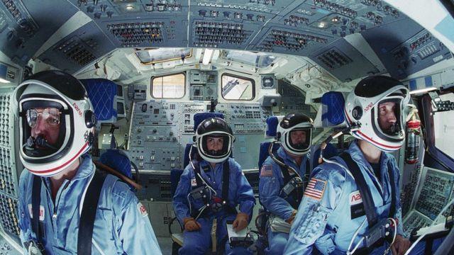 астронавты в симуляторе