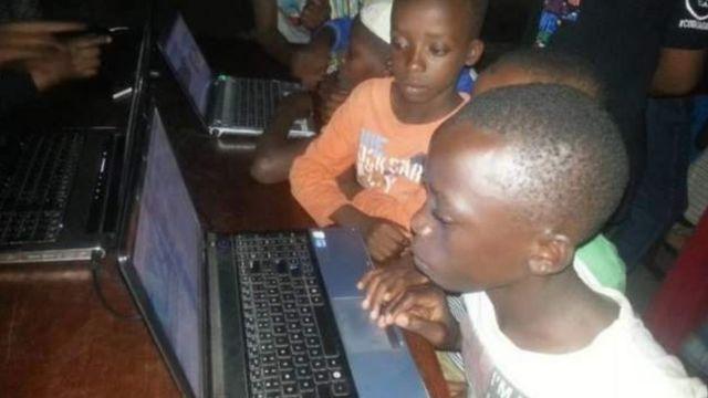 Wanafunzi wakiwa mafunzoni Burundi