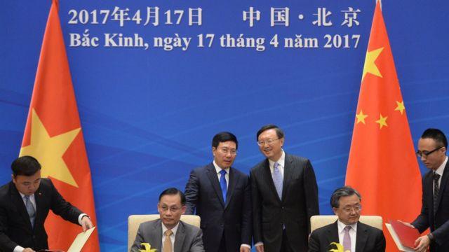 Phó TT kiêm Ngoại trưởng VN Phạm Bình Minh và Ủy viên Quốc vụ TQ Dương Khiết Trì