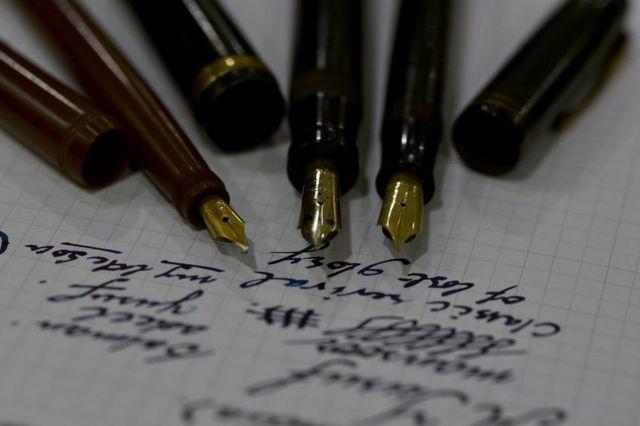 انڈین فنکار قلم بنانے والے کاریگروں کو ان دنوں عالمی سطح پر کافی توجہ مل رہی ہے
