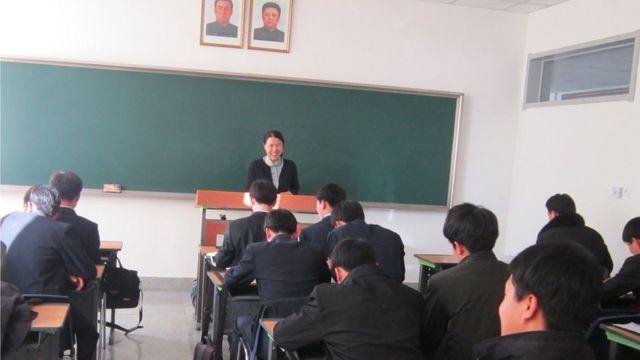 Suki Kim em aula