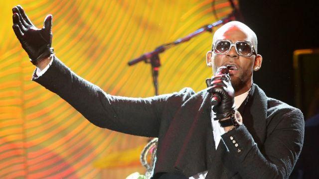 R Kelly mu gitaramo cya muzika i Beverly Hills itariki 25/01/2014