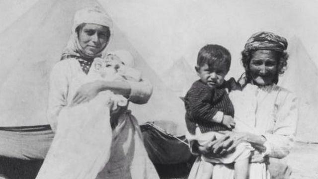 لاجئون أرمن في مخيم 1915
