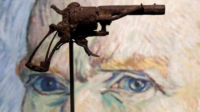 Van Gogh 'suicide gun' sold at auction
