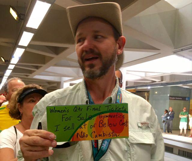 Douglas McLean em estação no Rio