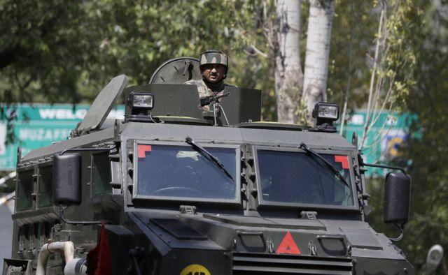 उड़ी में भारतीय सेना के कैंप पर हुए हमले के दौरान तैनात सैनिक.