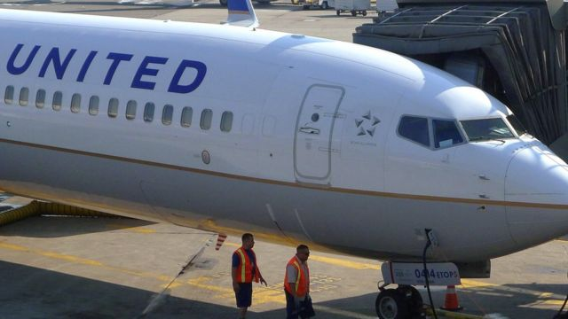 Самолет United