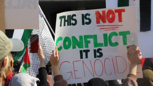 Manifestantes por el Día de Chicago, EE. UU. Apoyan a los palestinos