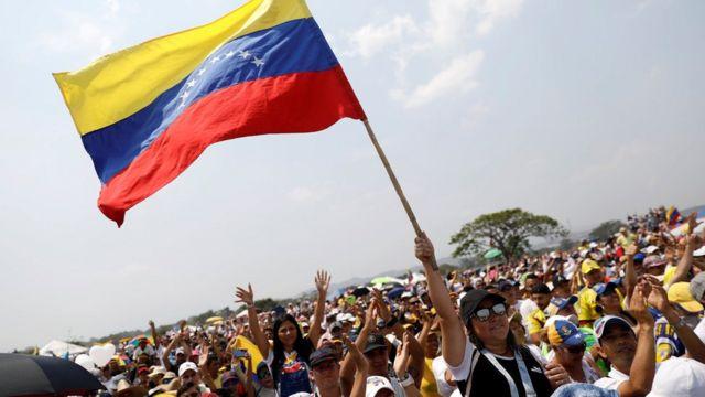 """Asistentes al concierto """"Venezuela Aid Live""""."""