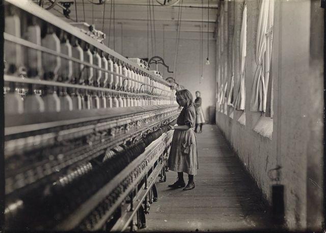 девочка в ткацком цехе
