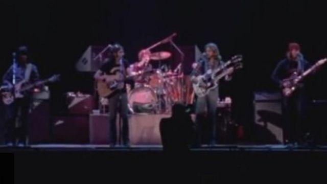 هتل کالیفرنیا یکی از محبوبترین ترانههای این گروه بود