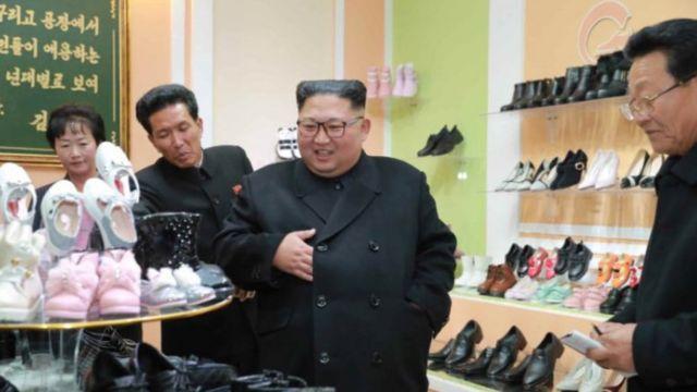 노동신문이 3일 북한 김정은 위원이 원산구두공장을 현지지도했다고 보도했다