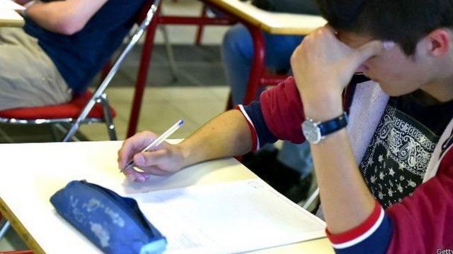 क्लास में छात्रा