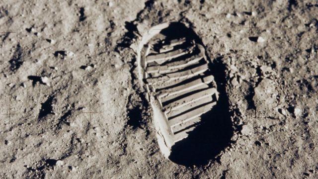 След Базза Олдрина на поверхности Луны