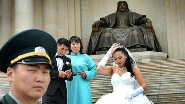 К Чингисхану в Монголии по сей день относятся с огромным уважением