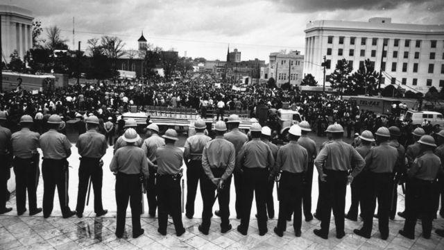 La police bloque les marcheurs des droits civiques
