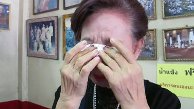 Thai woman mourns King Bhumibol