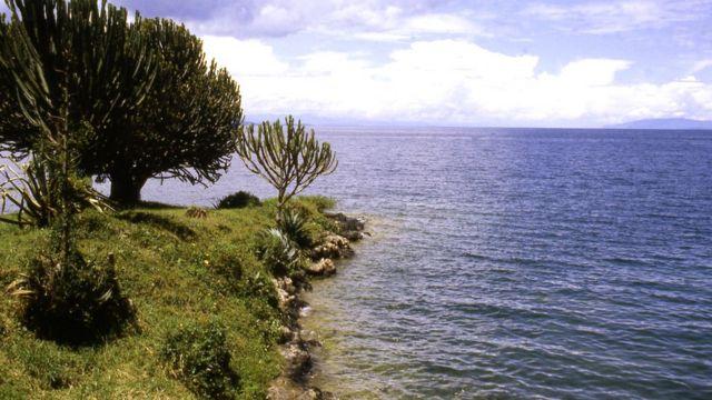 В столь безмятежных на вид водах озера Киву растворены опасные количества двуокиси углерода