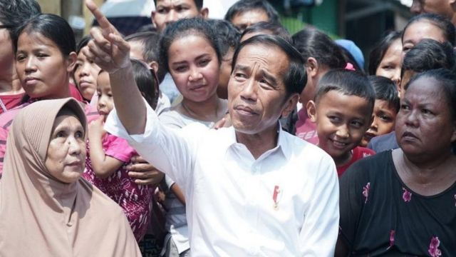Joko Widodo setelah pidato kemenangan di Kampung Deret, Jakarta.