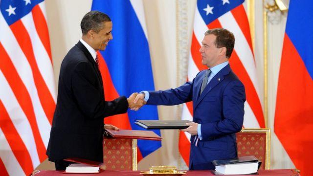 Barack Obama (izquierda) y Dmitry Medvedev (derecha).