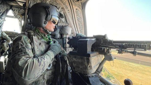 نیروهایی ائتلاف به رهبری آمریکا به مردم در عراق و سوریه کمک میکنند تا به شکست داعش تداوم بخشند