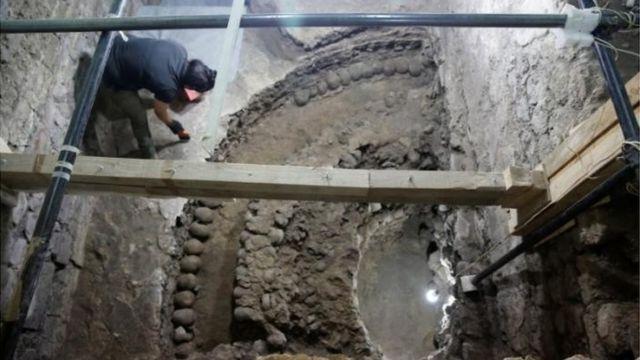 খুলি দিয়ে নির্মিত ভবন