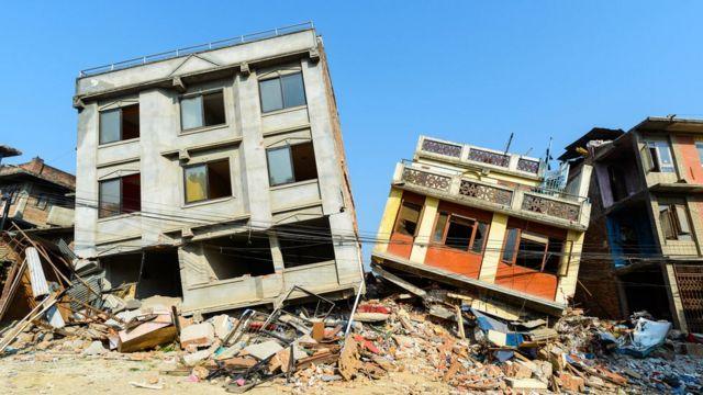 Imagem mostra imóveis em área atingida por terremoto