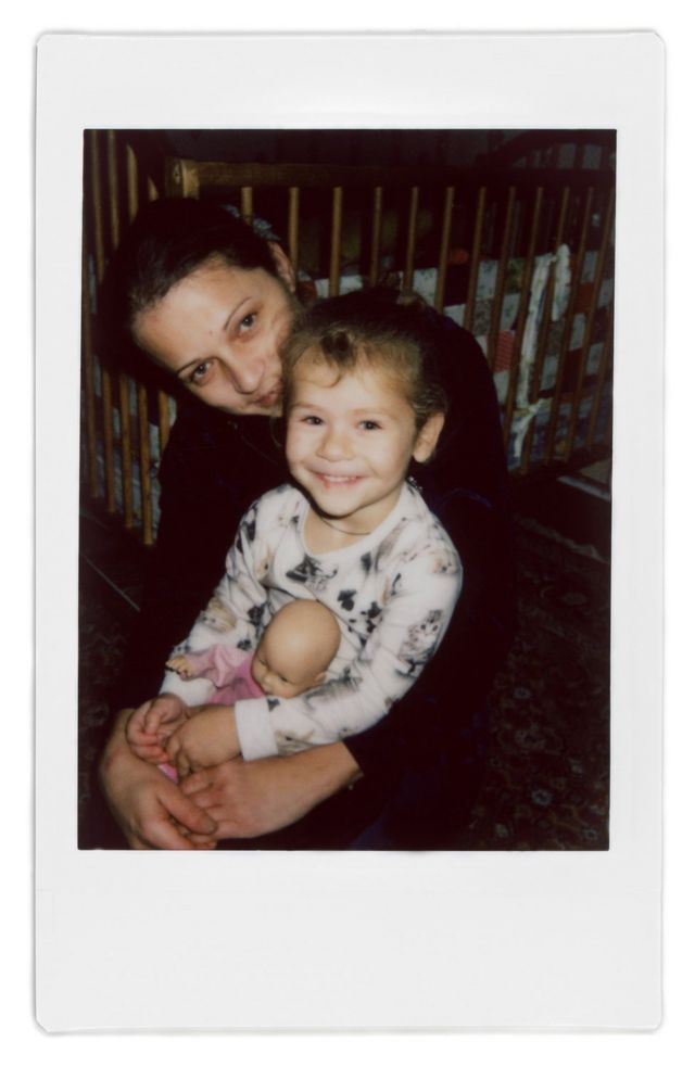 A polaroid photo of Ana and her daughter