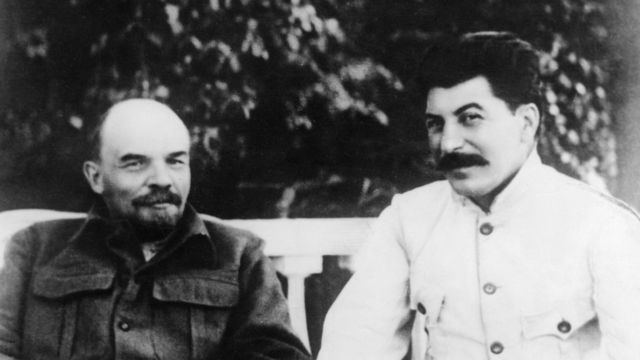 Владимир Ленин и Иосиф Сталин в Горках, июль 1922 года
