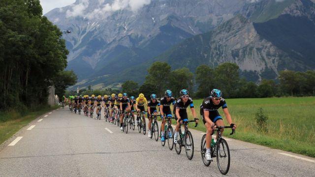 Parte de la ruta del Tour de Francia atraviesa el cordón montañoso de los Alpes franceses.