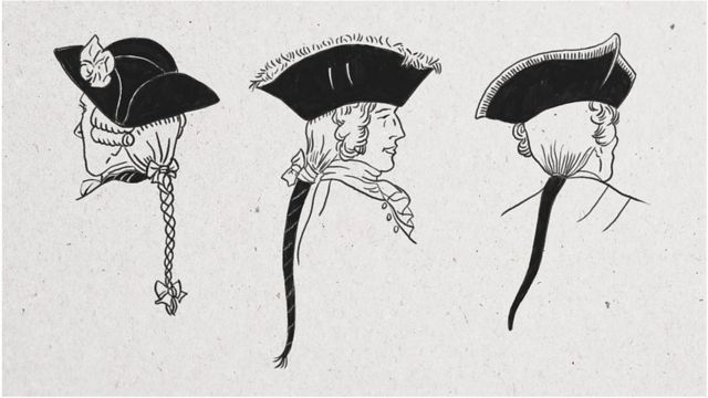 從左到右:英格蘭騎兵軍官、辮子綁著黑色緞帶的法國軍官、和戴假髮的德國軍官。