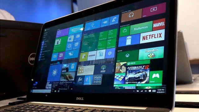 Una laptop con el sistema Windows 10