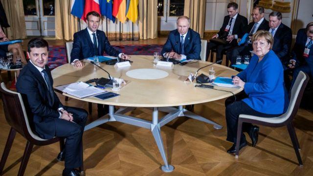 Volodymyr Zelensky, Emanuel Macron, Vladimir Putin na Angela Merkel, Paris Desemba, 2019