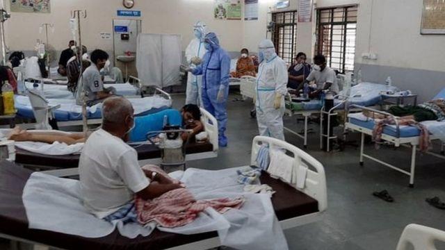 कर्नाटक का कोरोना संकटः '18 अस्पतालों' ने इलाज से किया इनकार, नौ को सरकारी नोटिस