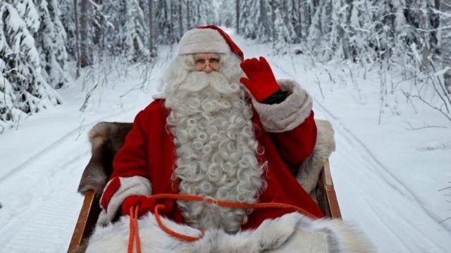 """لماذا ينبغي ألا نكذب على أطفالنا بشأن """"بابا نويل""""؟ - BBC News عربي"""